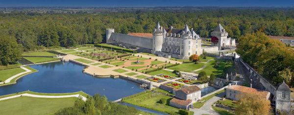 Château de la Roche-Courbon vue aérienne