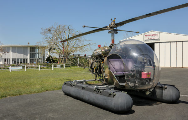 PB Hélicoptères devant l'aérodrome de Royan Medis
