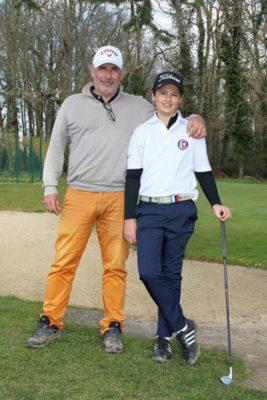 Leo Cuervo et son entraineur de golf