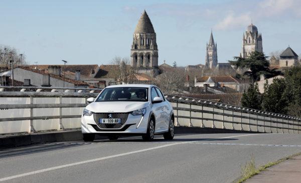 La Peugeot e-208 électrique à Saintes